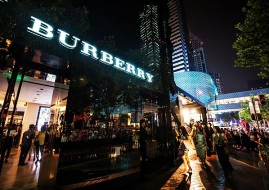Opening of Burberry's digital store on Tmall!